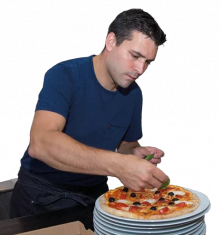 De eigenaar van Pizza Cantina en vormt samen met Guiseppino een team in de keuken. Vooral op drukke avonden zul je ze samen in de open keuken zien. Op minder drukke avonden is Bram gastheer en zorgt hij dat alles lekker loopt. Hij maakt graag een praatje met een van de (vele vaste) gasten en maakt het mensen graag naar de zin.